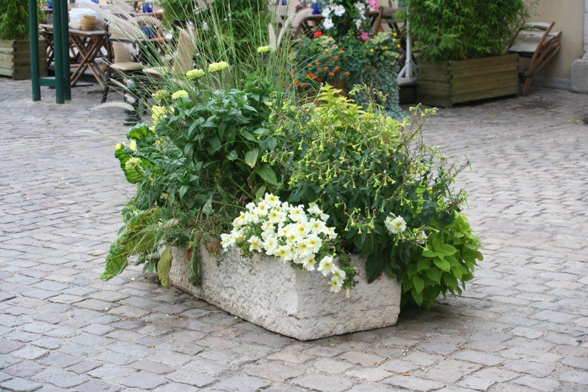 auge-bac-fleurs-mobilier-urbain-pierre-bourgogne-reconstituee-m-11