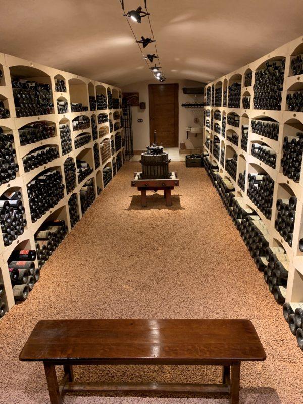 Cave à vin en pierre reconstituée, modulable, fabriquée par Alentour, Bourgogne.