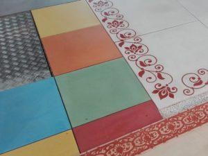 Paysalia 2017. Dallage en béton lisse; dalles carrées 50 x 50 cm mono format teintées dans la masse.
