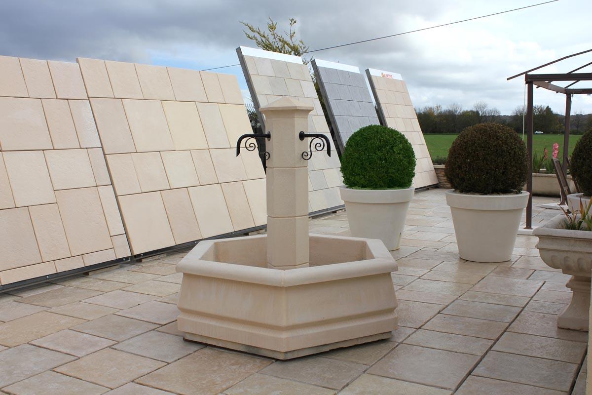Petite fontaine centrale pour village ou jardin en pierre - Petite fontaine de jardin pas cher ...