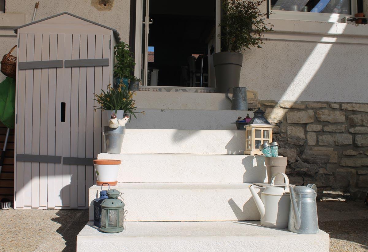 Habiller Un Pilier En Beton escalier : marches en pierre reconstituée et béton