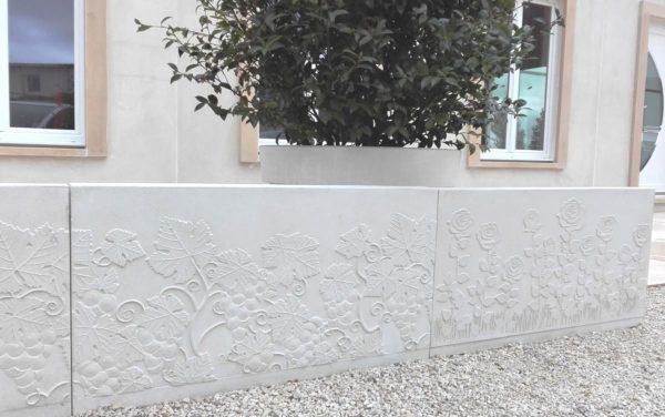 Mur de clôture préfabriqué, design en L, finition vignes ou roses