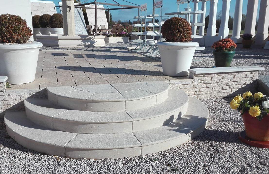 escalier-circulaire-marches-pleines-pierre-reconstituee-beton