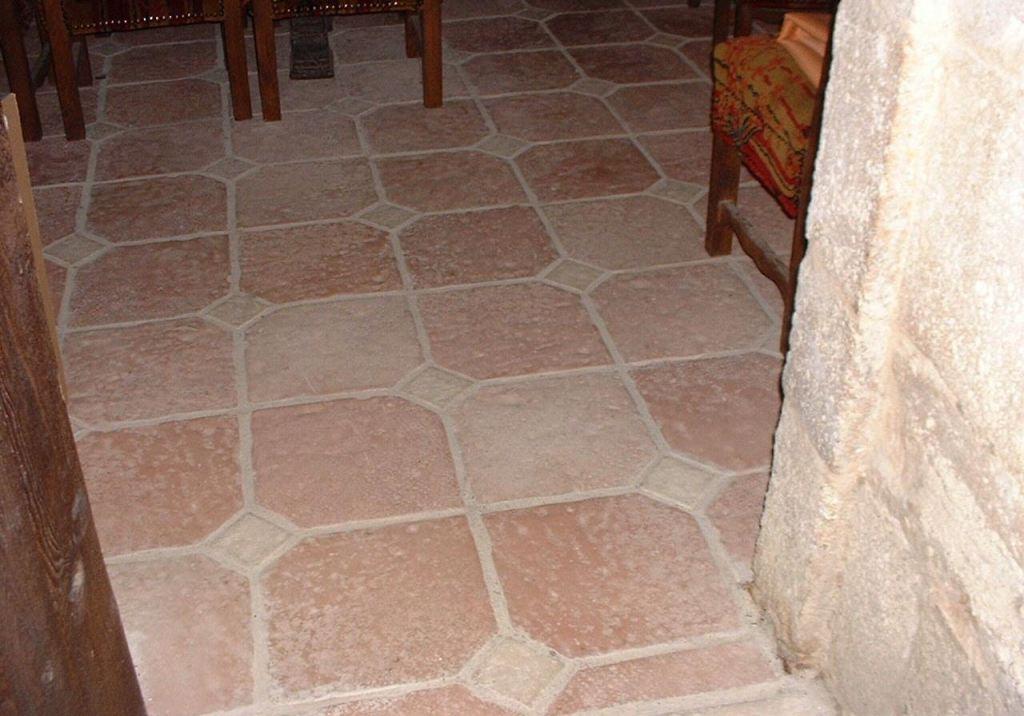 Dallage ancien, réplique en pierre reconstituée, fabriqué en Bourgogne, modèle Liria, le 15-ème siècle.