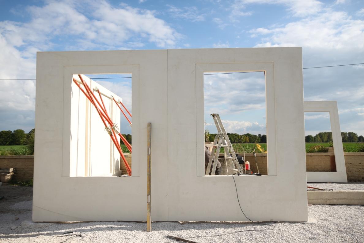 Construction des maisons économiques et écologiques en panneaux préfabriqués Domibilis.