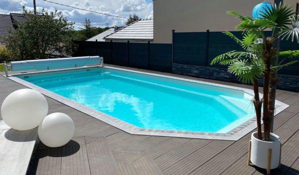 Margelles béton contemporaines, aménagement plages de piscine.