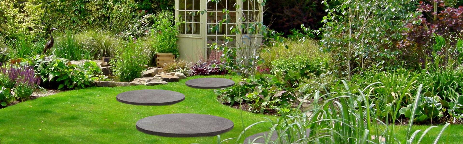 Grandes dalles rondes en béton pour l'aménagement de jardin. Pas de jardin XXL. Ciment blanc, gris, autres couleurs.