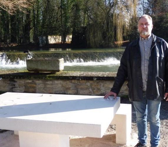 article-bien-public-tables-bancs-installes-lux-21120-alentour-fabricant