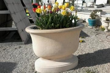 vasque-jardin-pour-fleurs-sur-pied-ciment-blanc-modele-18-decoration