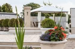 gamme-mobilier-urbain-pierre-reconstituee-beton-decoratif-fabricant-francais-alentour-bourgogne