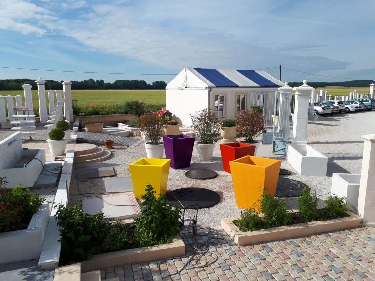 jardiniere-bac-a-fleurs-pierre-reconstituee-beton-alentour