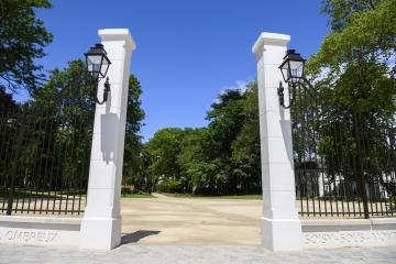 pilier-cloture-monobloc-muret-beton-alentour-parc-val-ombreaux