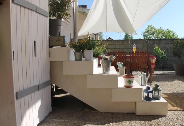 bloc-marche-escalier-exterieur-pierre-bourgogne-reconstituee-france-ciselee-bouchardee