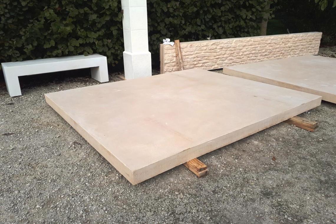 dalle-beton-pose-sur-plots-dalle-xxl-beton-cire