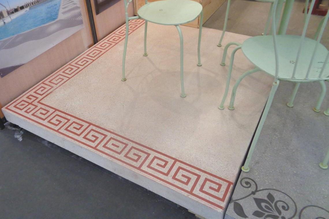 grande-dalle-carree-beton-lisse-frise-arabesque-1-metre-50-cm